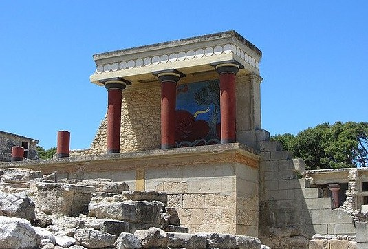 visiting-Minoan-palace-of-Knossos
